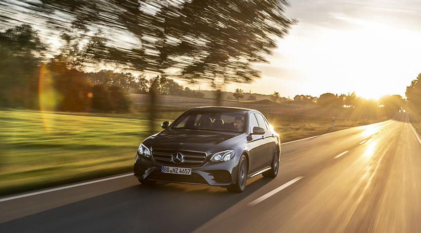 Mercedes E-Class 300 and hybrid plug-in dynamics