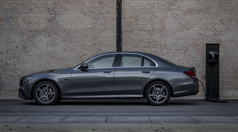 Mercedes E-Class 300 and lateral plug-in hybrid